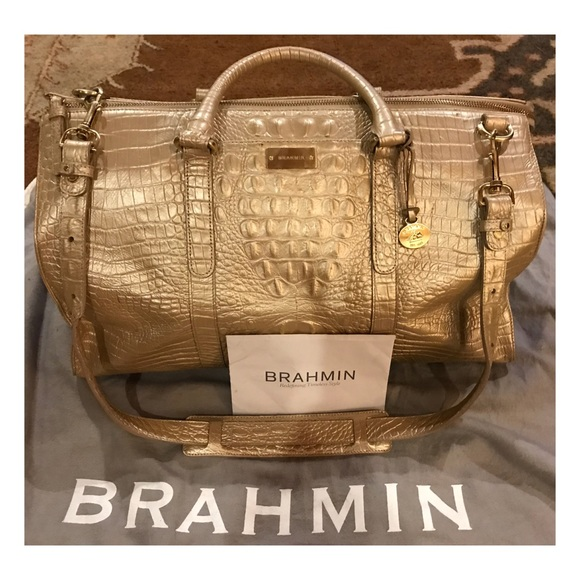 f33a7bb01c4c AUTHENTIC Brahmin Weekender😍